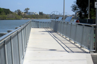 The new footbridge alongside the bikeway over the mouth of Western Creek (photo by Steven Cowley).