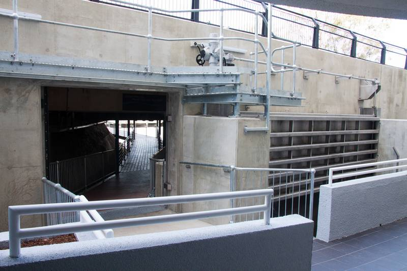 A view of the main gate (right) and the entrance to the pedestrian bridge, which can be closed off by a sliding door.